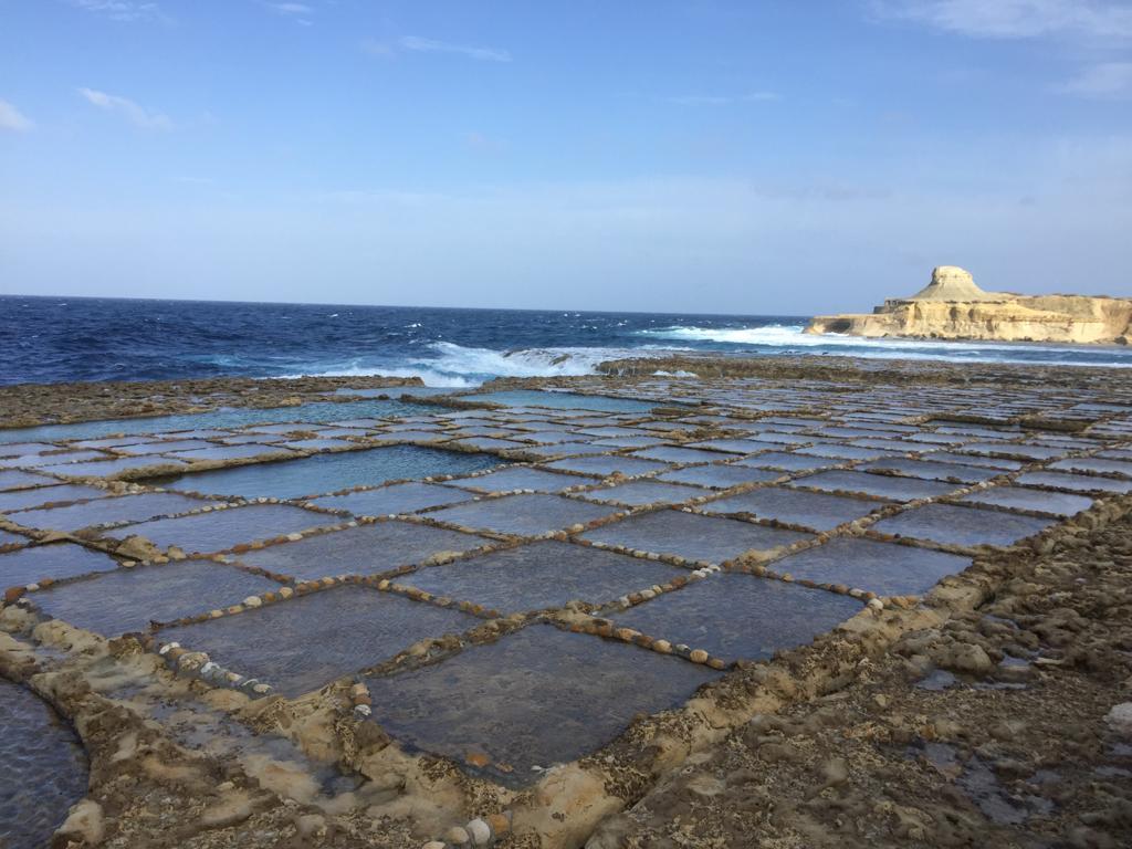 Vue sur les salins à Malte e Gozo