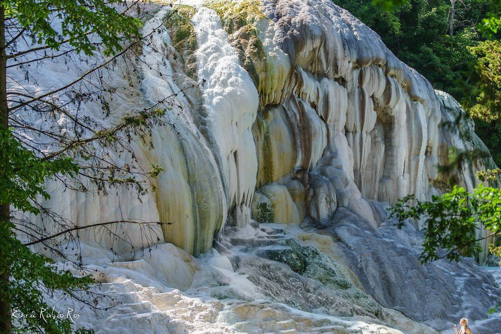 Source d'eau chaude en Toscane Italie