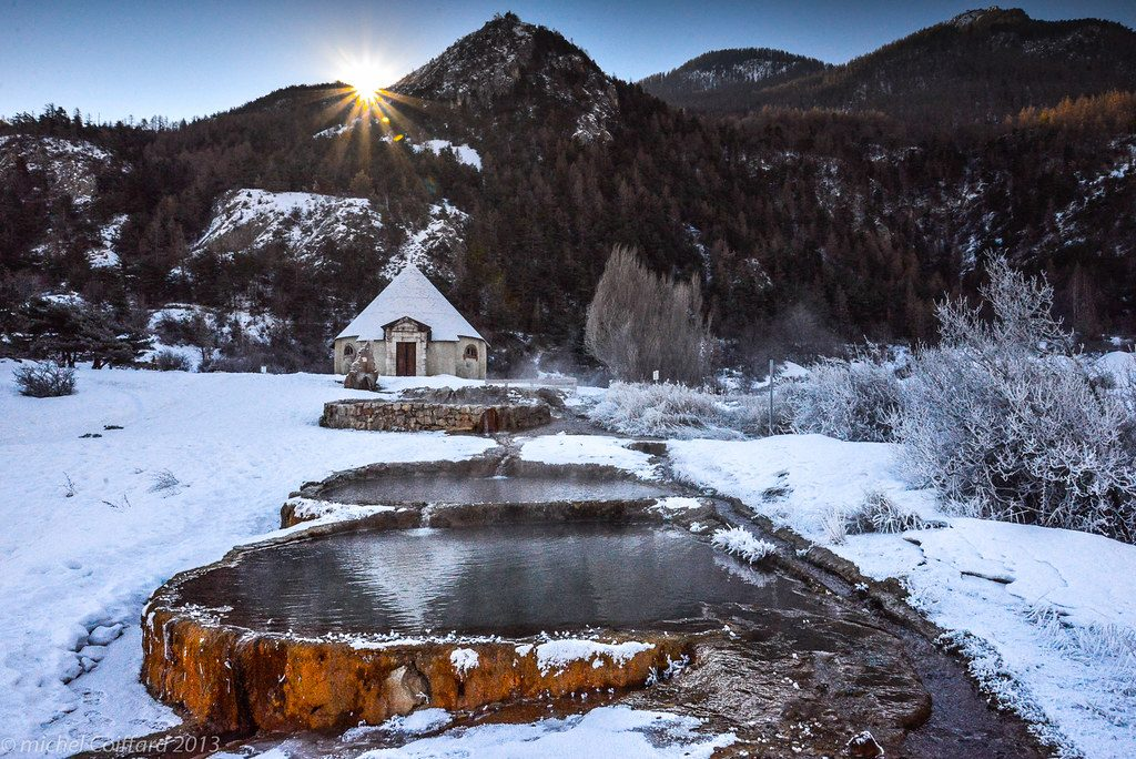 Source d'eau chaude dans les alpes en France