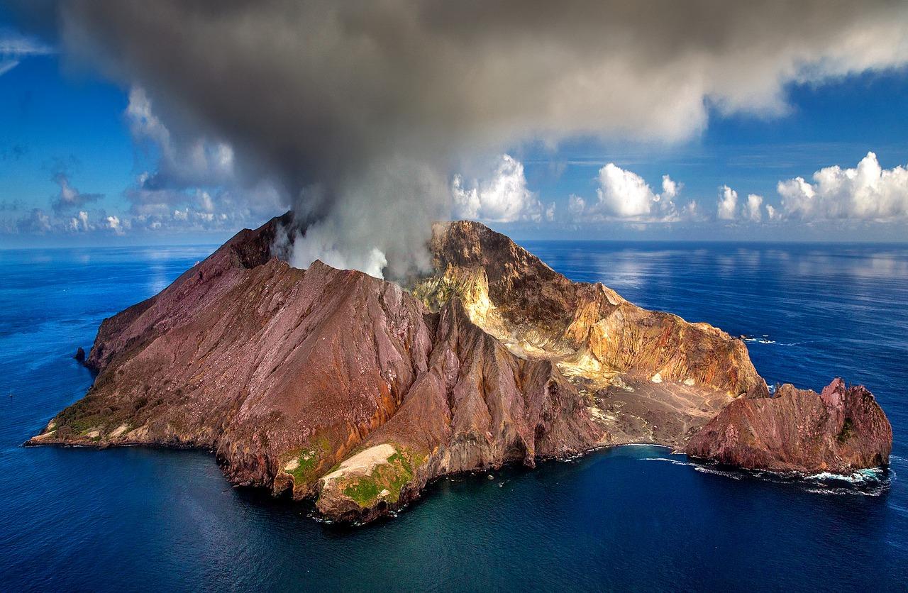 Volcan dans l'océan