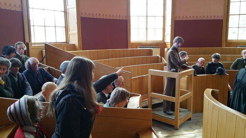 personnes dans un tribunal fictif activité fun europe