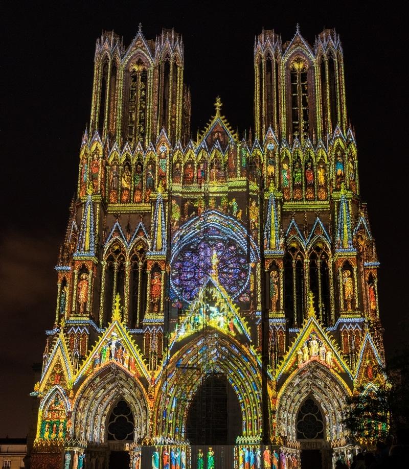 Cathédrale de Reims en France illuminée
